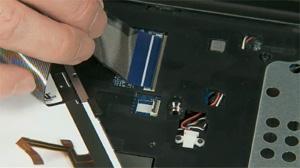Insertion du câble ruban dans le connecteur ZIF