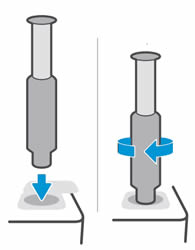 Вставка комплекта загрузки тонера и поворот его по часовой стрелке на 180 градусов